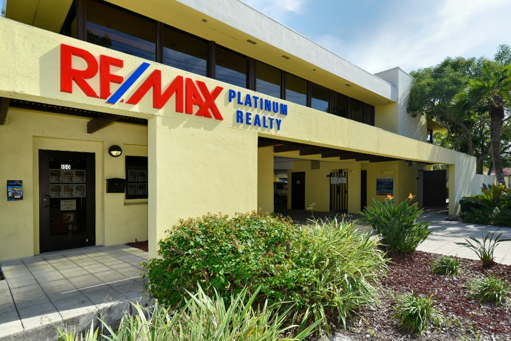 A RE/MAX Office On The Move